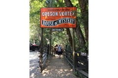 Varies: Oregon Vortex -  House of Mystery